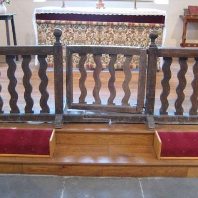 Altar gate